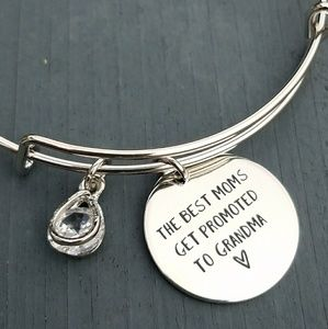 Jewelry - The best moms get promoted to Grandma bracelet